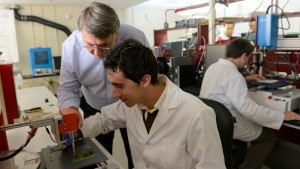 Dr. Doug Hopkins assists a student in the PREES Lab.